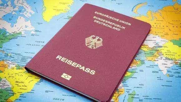 护照还有六个月才到期,为什么不能用了?