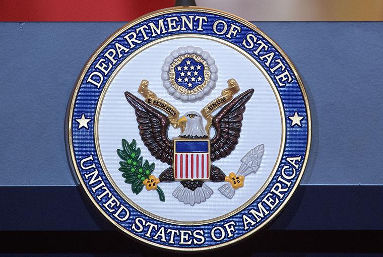 美国宣布暂停所有常规签证服务